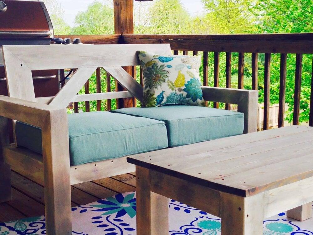 DIY patio furniture: love seat and coffee table. Missouri Girl blog