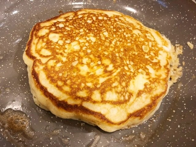 Buttermilk Pancake. Buttermilk pancakes. The perfect addition to your weekend breakfast or brunch. These buttermilk pancakes are special with the additional of olive oil for an extra moist and fluffy pancake. #buttermilkpancakes #breakfast #brunch