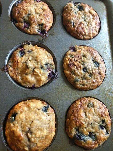 Blueberry and Banana baked oatmeal cups. A healthy and easy option for breakfast, snack, or workout fuel. #bakedoatmealcups #blueberryandbananamuffins #healthybreakfast #Missourigirl #Missourigirlblog