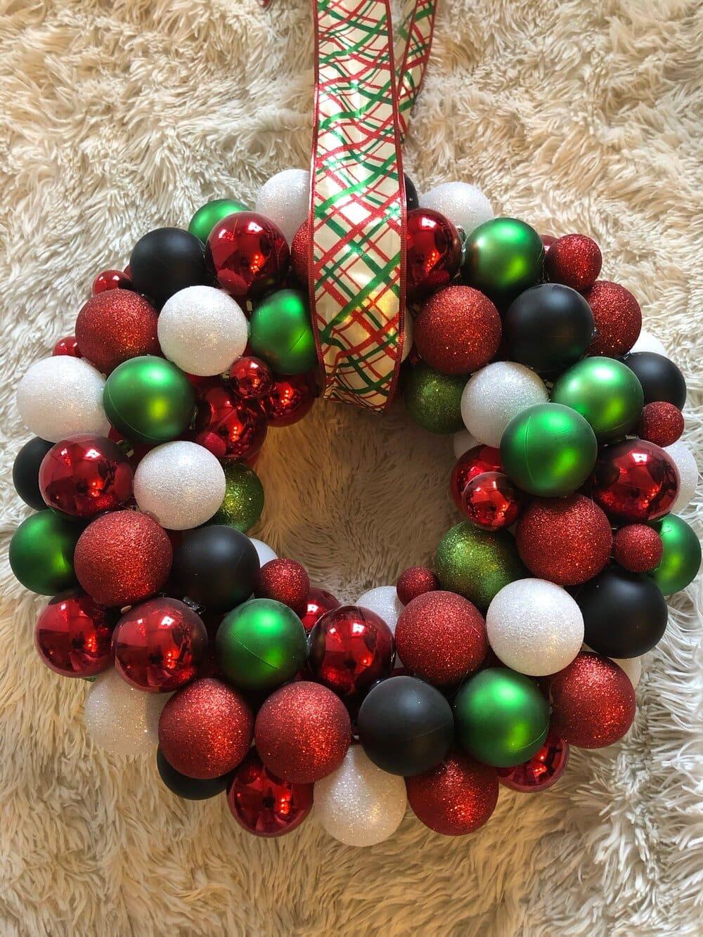 Missouri girl Christmas wreath. Missouri girl. Missouri girl blog. #christmaswreath #christmasdecor #diychristmasdecor #Missourigirl