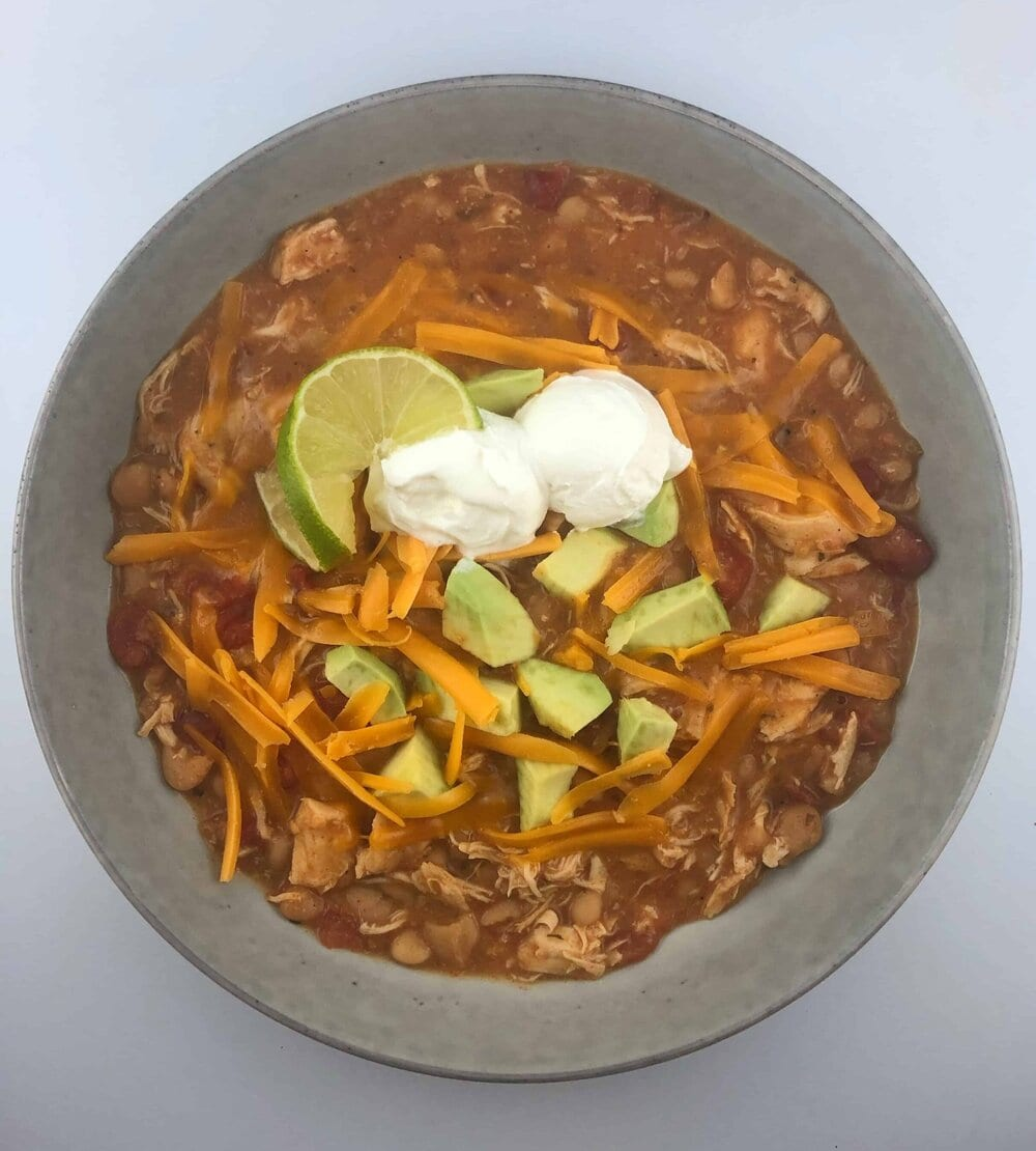 Missouri Girl Southwest Ranch White Chicken Chili. A no-mess Crockpot wonder that will feed a crowd and is packed with flavor. Missouri Girl Blog.