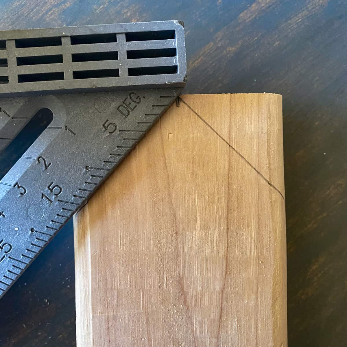 drawing a 45 degree angle on a wood board using a carpenters square.